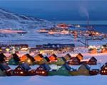Opplev Longyearbyen i blåtimen. En reise og besøk til Longyearbyen, Svalbard gir unike inntrykk.