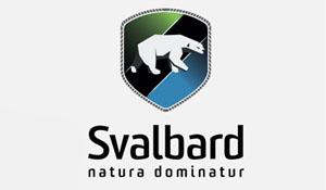 Svalbard Reiseliv. Turistinformasjon og destinasjonsselskap på Svalbard. Isbjørn på våpenskjold-.Naturen hersker - natura dominatur