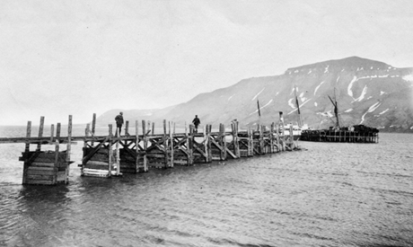 Den første kaia i Longyearbyen ble bygget i 1907.