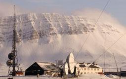 Basecamp Isfjord radio, bygninger og antenner