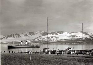 Spitsbergen Radio i Grønfjorden. 1911. Turistskip