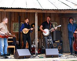 Bluegrass Playboys kommer til arktis for å spille konserter
