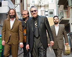 Rick Estrin & The Nightcats  blir å se for første gang på Svalbard under festivalen Dark Season Blues i oktober