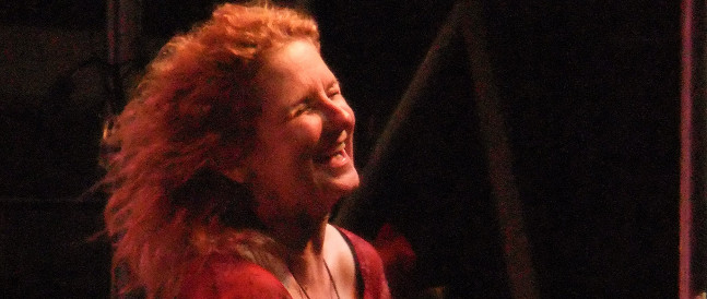 Amerikanske Teresa James spiller på Svalbard under Dark Season blues 2013