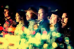 Endelig kommer Amund tilbake til Svalbard, denne gangen med bandet Lucky Lips.