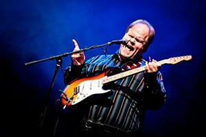 Det blir et gledelig gjensyn med Buddy Whittington & Trond Olsen Band i Longyearbyen under mørketidsfestivalen.